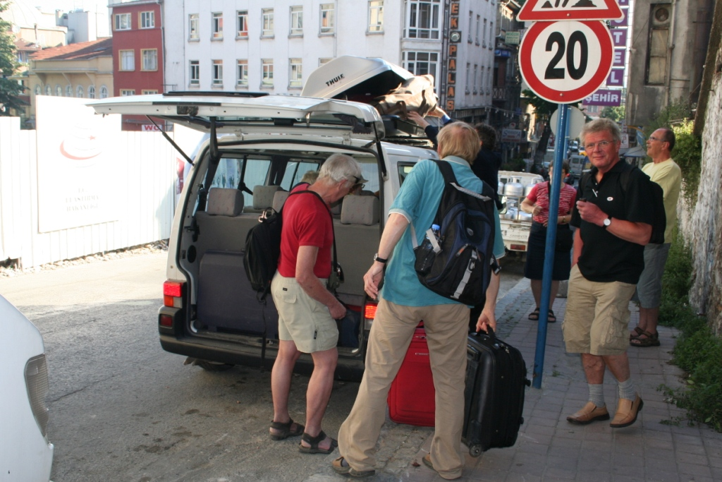Loading the luggages on the trunk of my old Vw T4 with 8 Byzantine history scholars from Denmark starting their archaeological journey from Istanbul