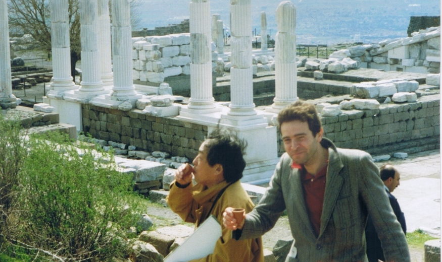 On private tour on the acropolis of ancient Pergamon drinking wine with guests from Japan